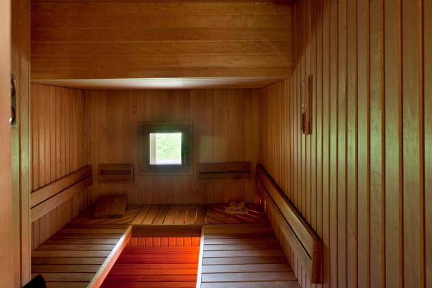 La sauna di legno di cirmolo.
