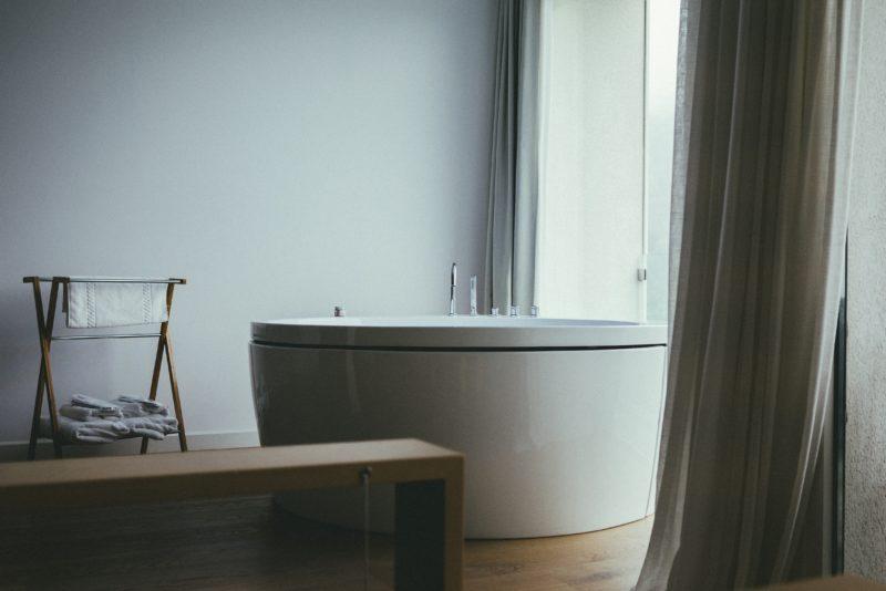 Quanta Acqua Vasca Da Bagno : Bagno: luce soffusa acqua che scorre e high tech quanto basta