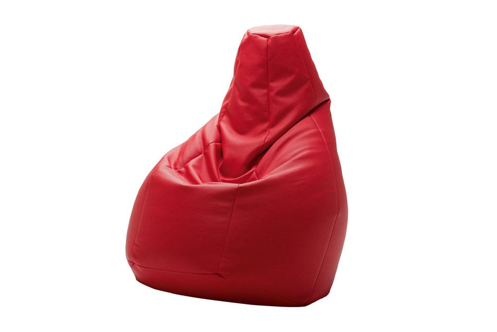 Poltrona a forma di sacco rossa di Zanotta