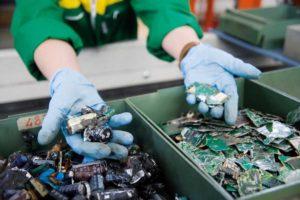 quanti rifiuti elettronici produciamo