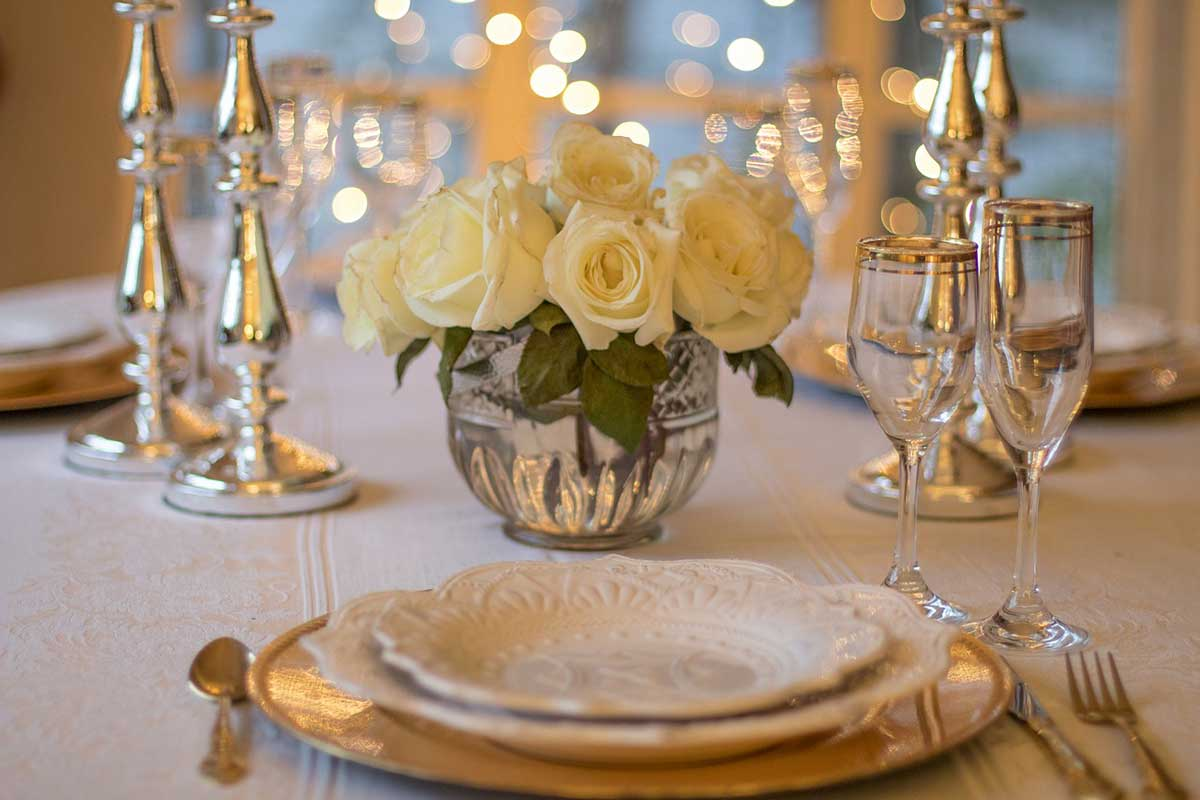 Apparecchiare Tavola In Terrazza arrivano gli ospiti: come allestire la tavola con gusto ed