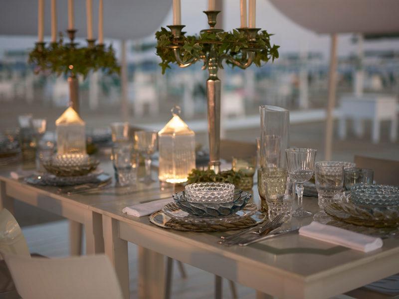 tavola apparecchiata per le feste