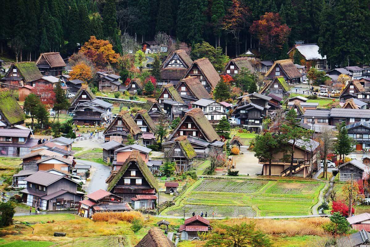 in Giappone regalano le case