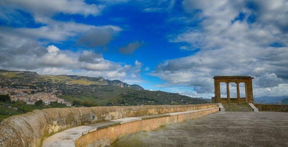 """Intervista a Felice Guzzardo, presidente del Consiglio Comunale di Sambuca di Sicilia, il borgo delle """"case ad 1 euro"""""""
