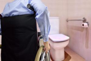 Adattabilità di un bagno per i disabili