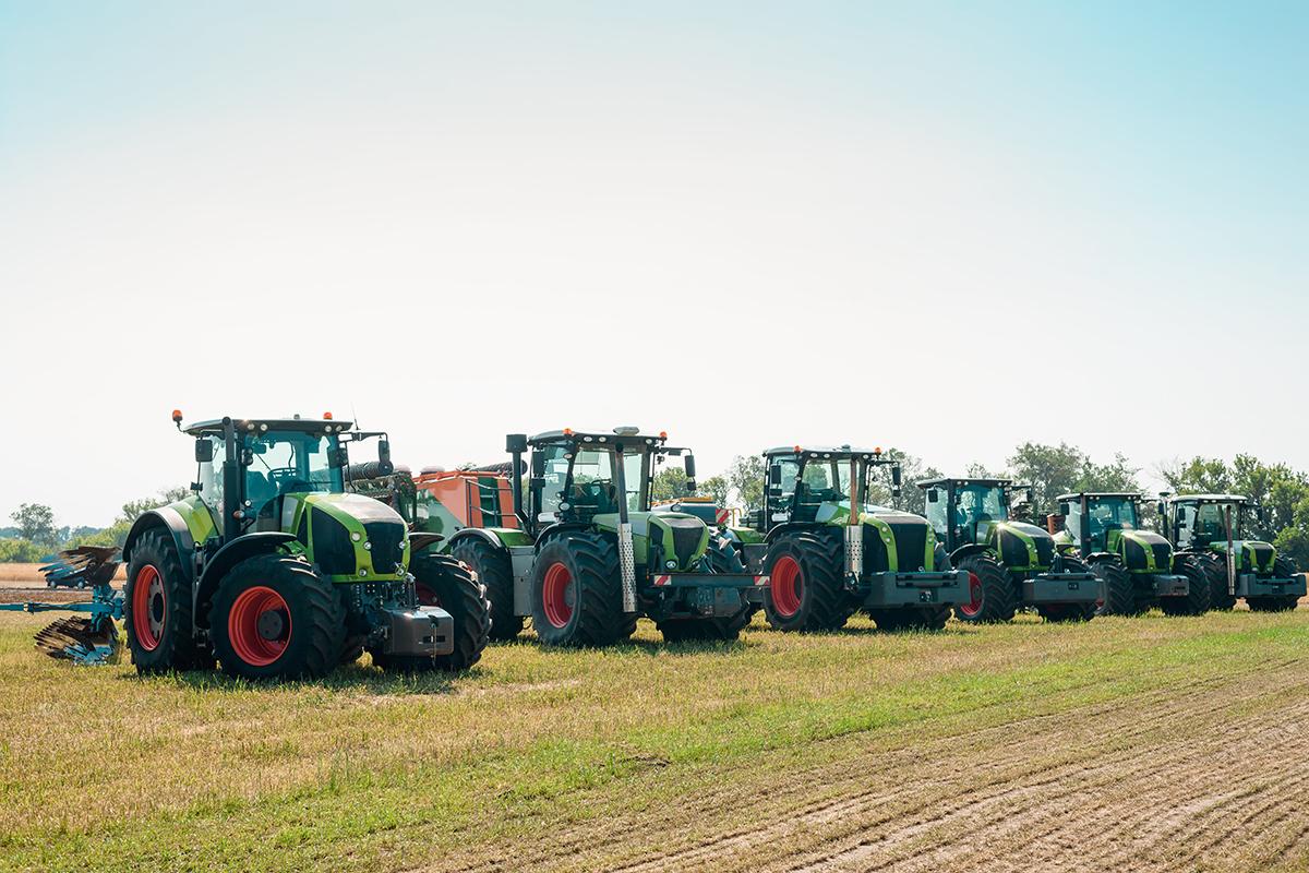 trattori agricoltura terreno
