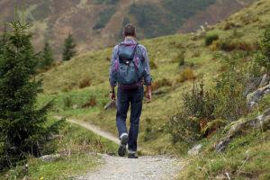 Cammino in pellegrinaggio, camminare nella natura