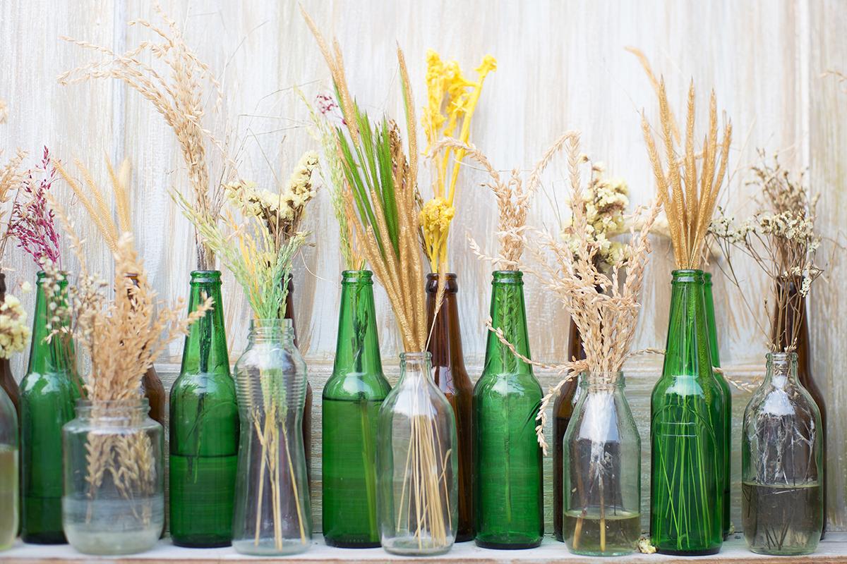bottiglie di vetro, riuso, riciclo, decorare casa