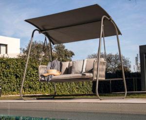 Sedute sospese: design e comfort in giardino