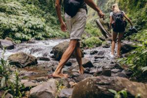 barefoot camminare scalzi