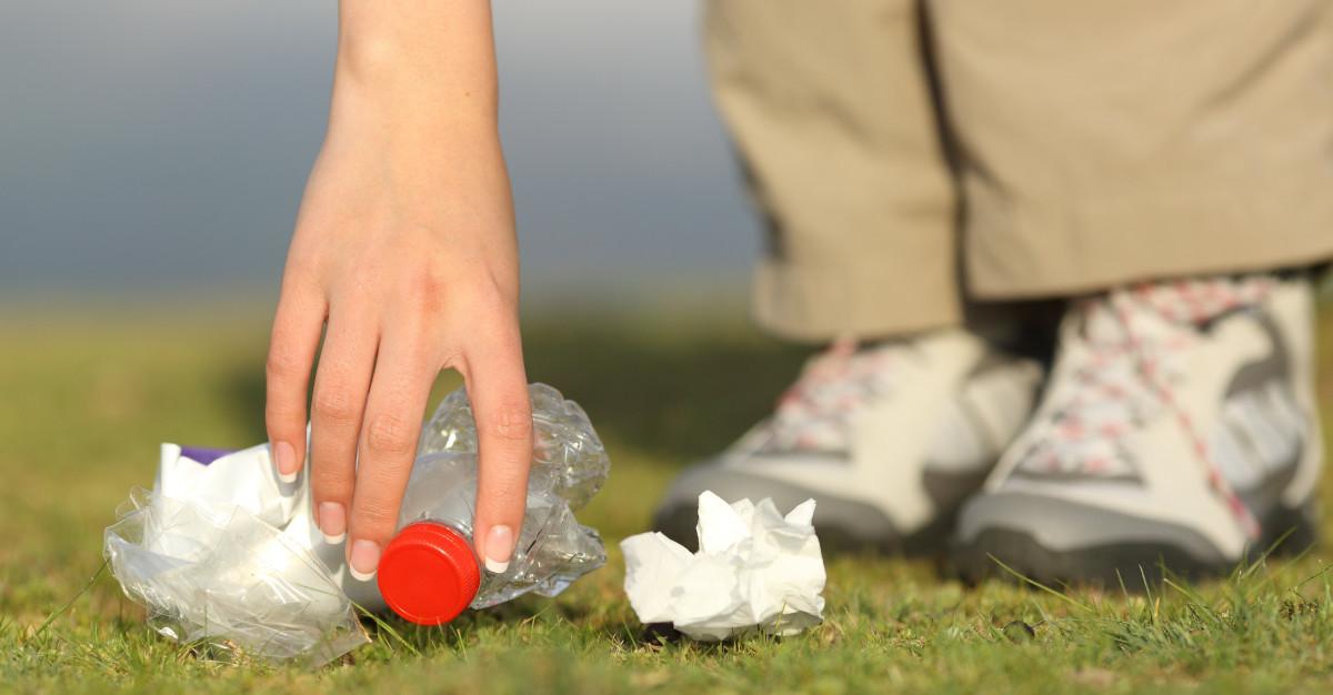 Pulire le montagne dai rifiuti: le giornate eco-sostenibili di Burton
