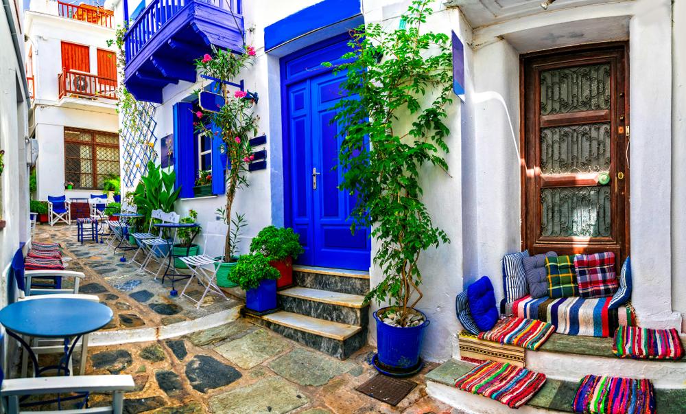 Perché in Grecia le case sono dipinte di bianco e blu?