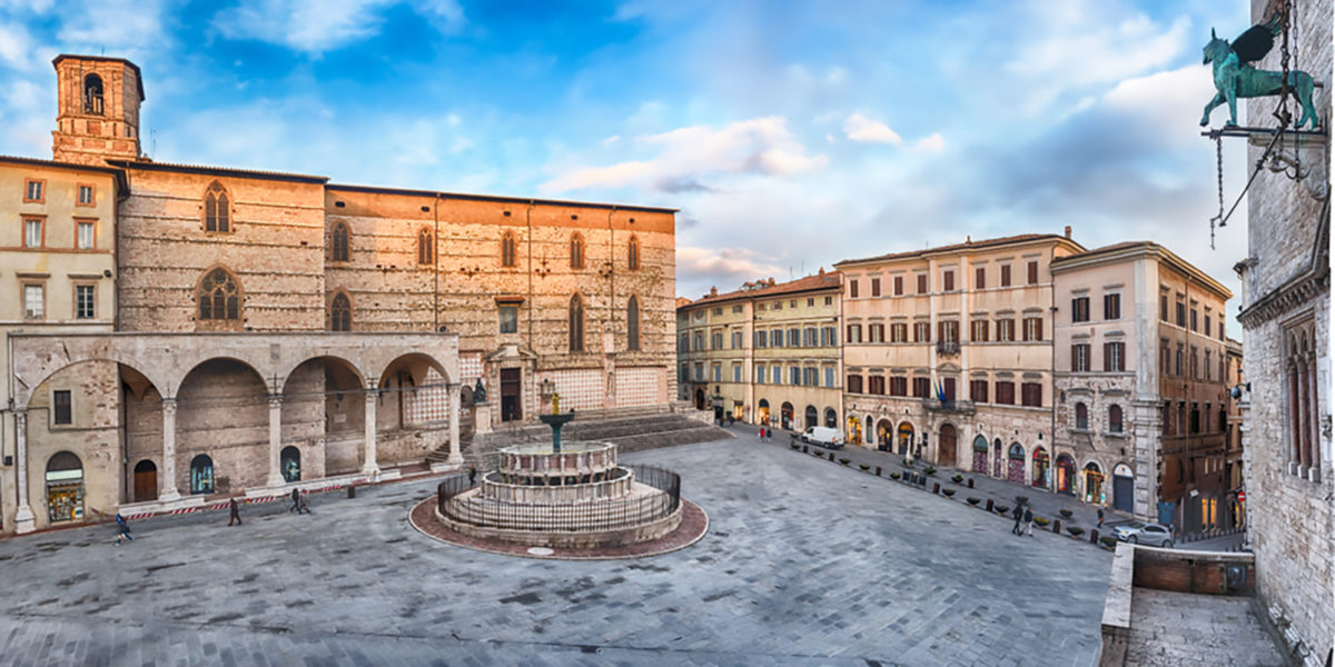 Piazza IV Novembre a Perugia. Foto di Marco Rubino su Shutterstock