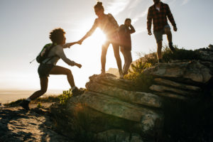 sport autunnali: camminata in montagna