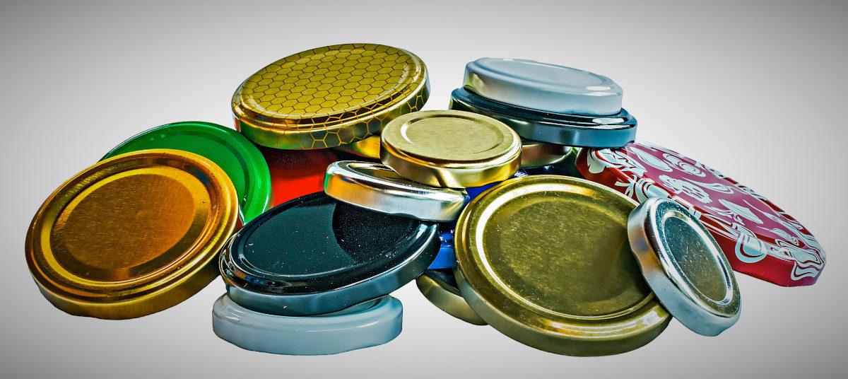 Tante idee per riciclare i tappi dei barattoli