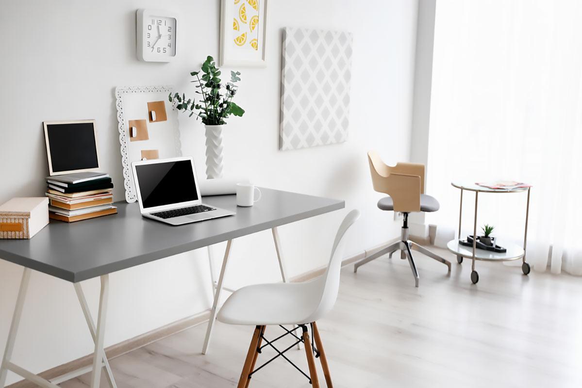 Sedia e scrivania ufficio