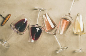 Le regole per abbinare il vino a tavola: tutto ciò che c'è da sapere