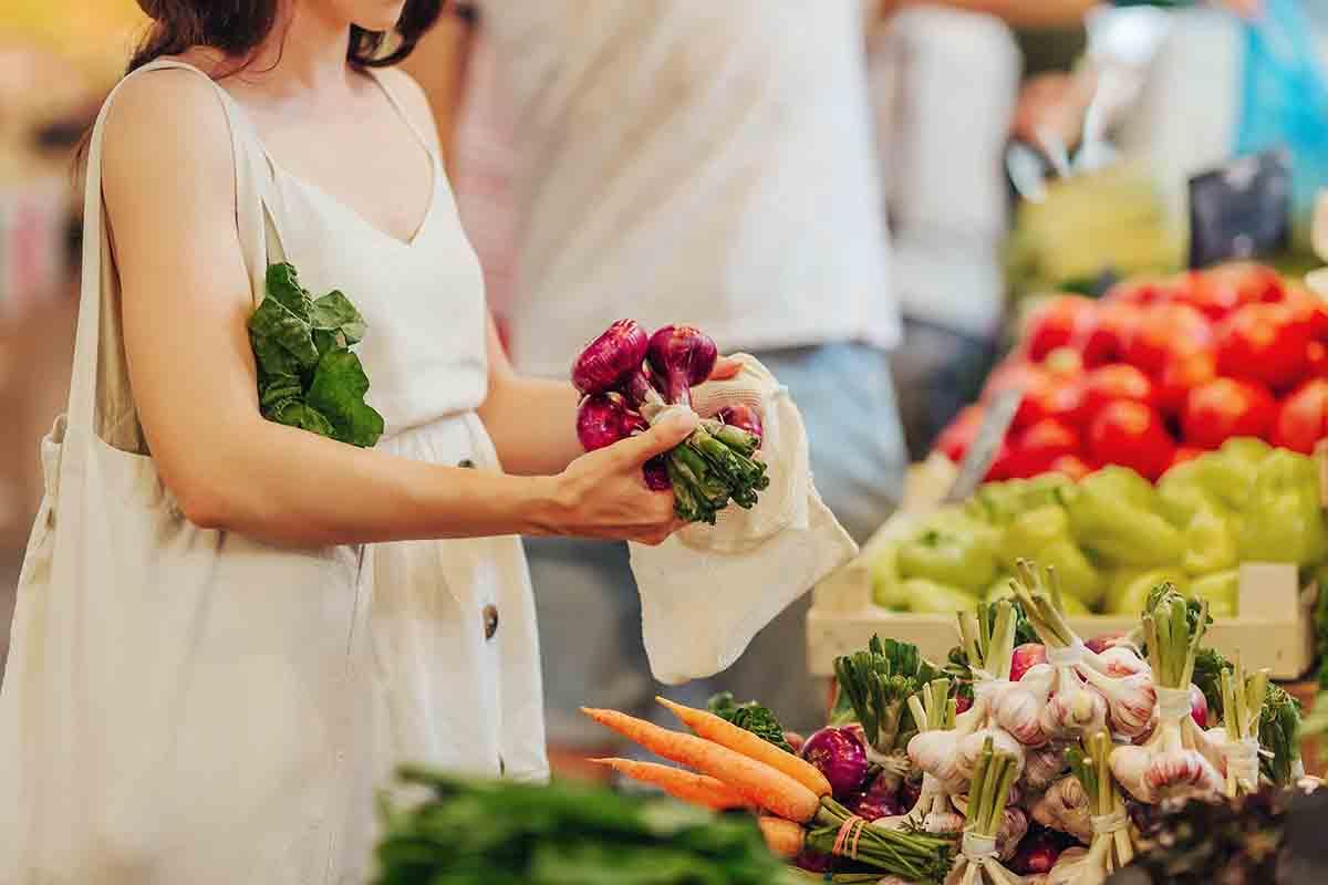 Cucinare in modo sostenibile ed ecologico: consigli pratici