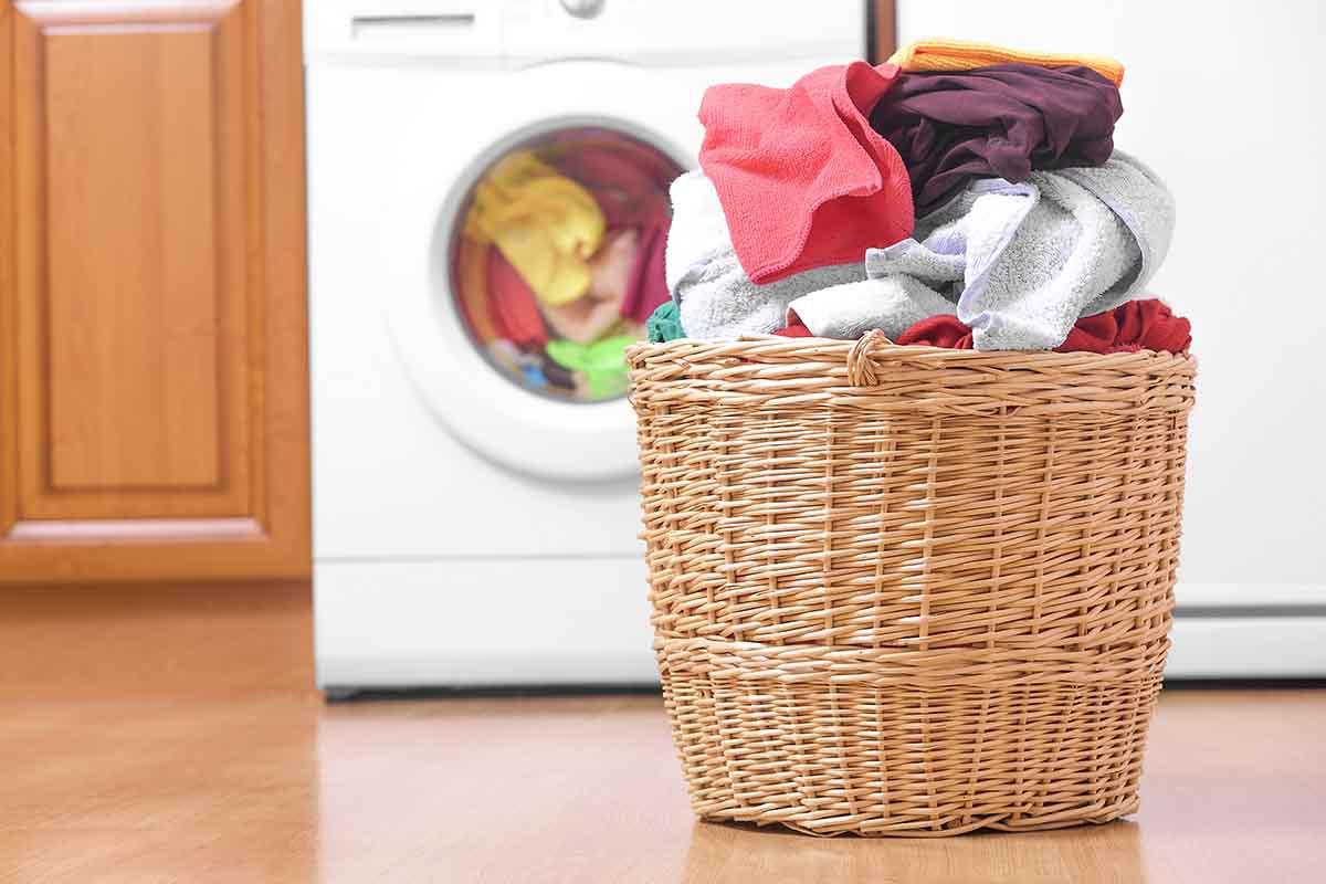 Risparmiare energia con la lavatrice: ecco gli orari in cui conviene