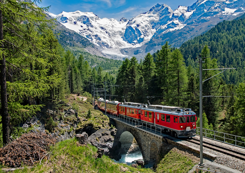 Bernina Express - Switzerland - Foto Franco Bix - Shutterstock