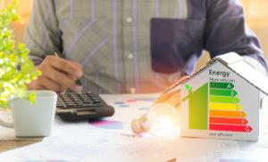 Cinque mosse efficaci per risparmiare sui costi di corrente elettrica