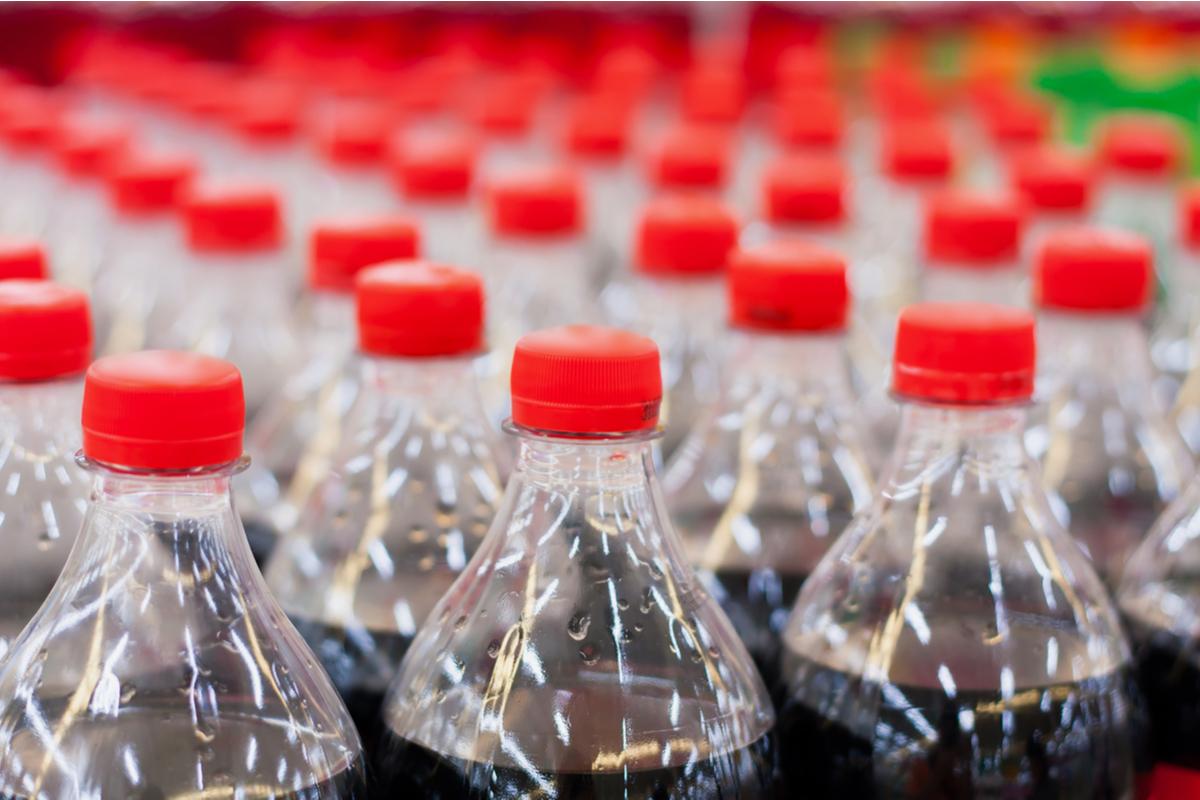 cocacola e bottiglie di plastica