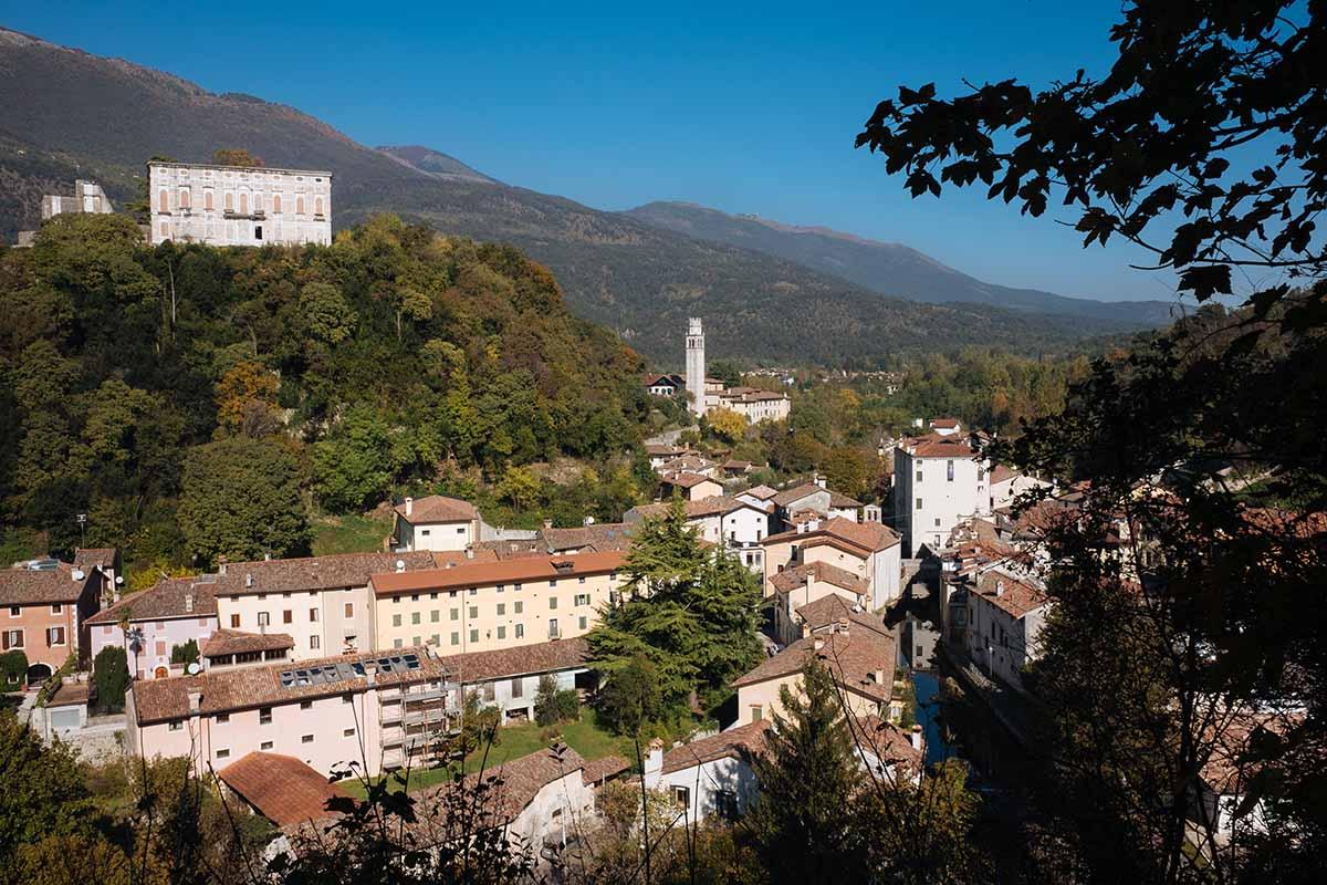 Il borgo di Polcenigo: acque fresche e ritmi lenti