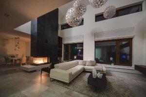 Valorizzare la casa con il camino: progettare la zona giorno