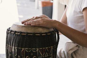 Perché la musicoterapia ci fa bene: intervista al musicoterapeuta Vincenzo Ricciardelli