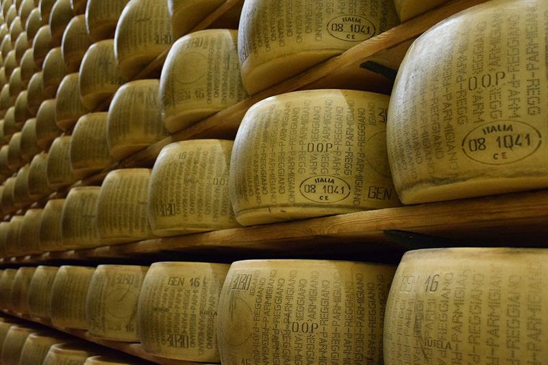 Parmigiano Reggiano contro il Parmisan di Prego