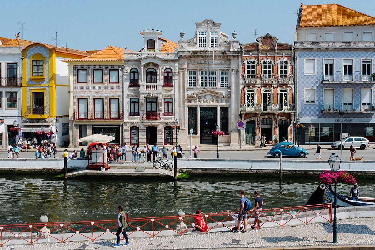Aveiro è la Venezia portoghese: una miriade di colori tra i canali della città