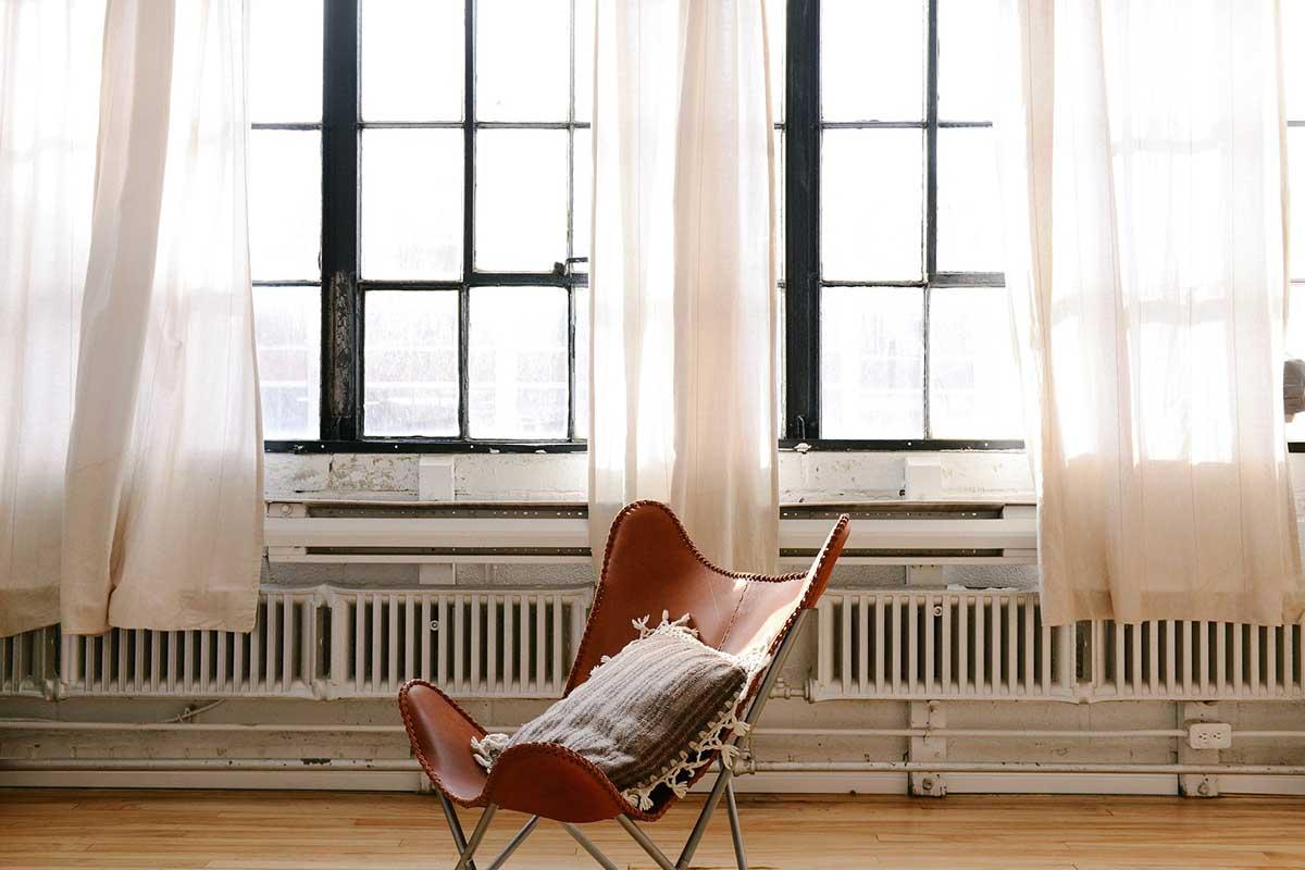 Come scegliere le tende per arredare la casa: le ultime tendenze