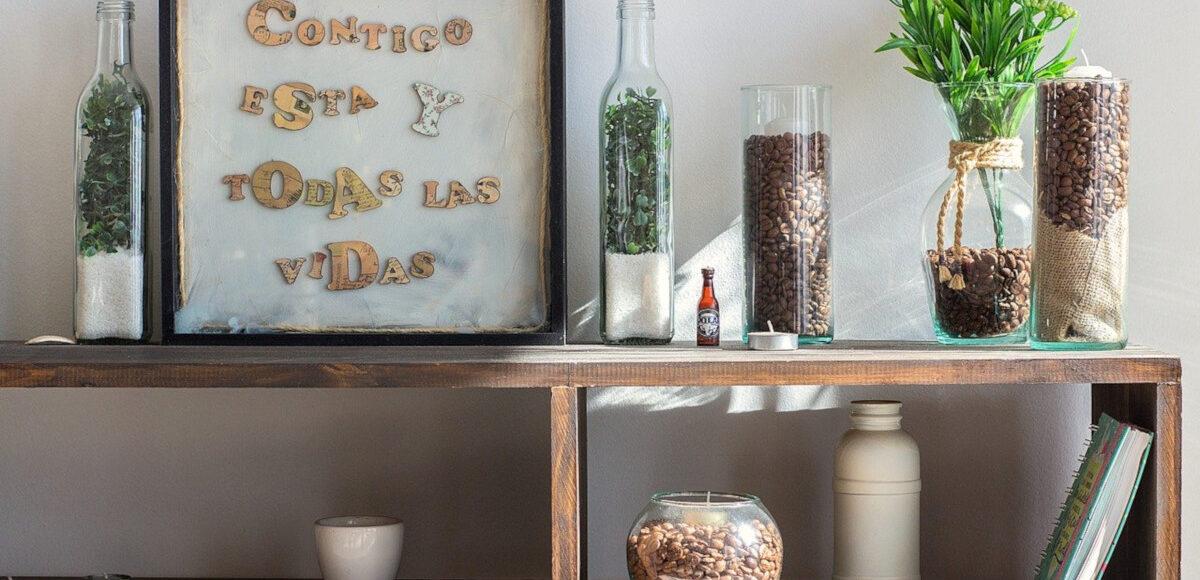 Creare un angolo verde in casa riciclando bottiglie e barattoli