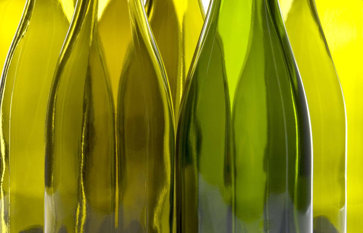 Tante idee per riciclare le bottiglie di vino in vetro