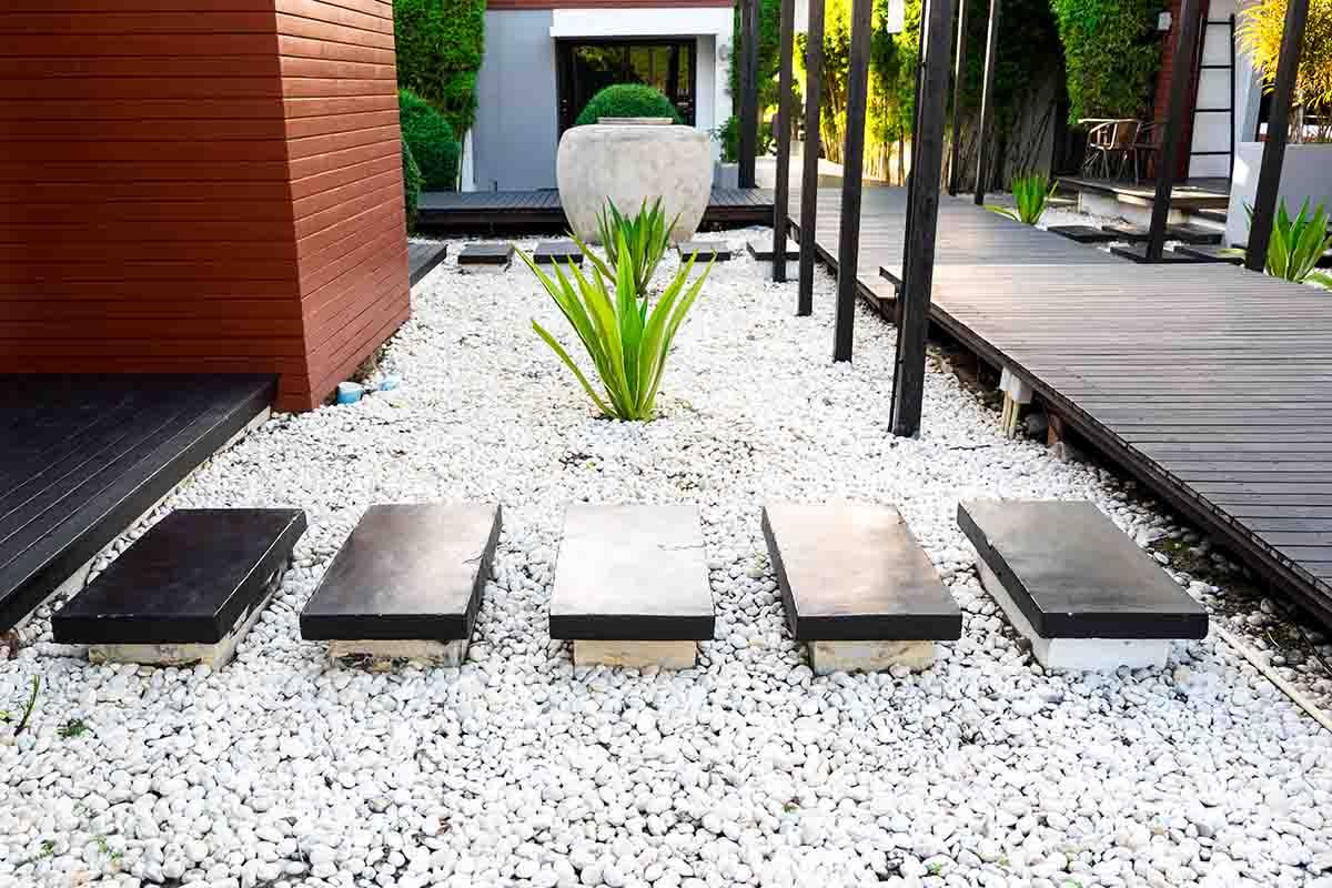Come arredare il giardino con le pietre
