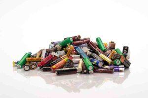 Come smaltire le pile usate? Ecco tutto quello che c'è da sapere