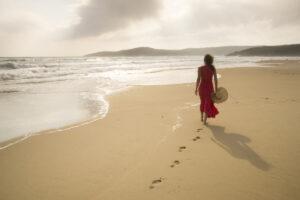 Terapia del blu: passeggiare al mare fa bene, lo rivela uno studio scientifico
