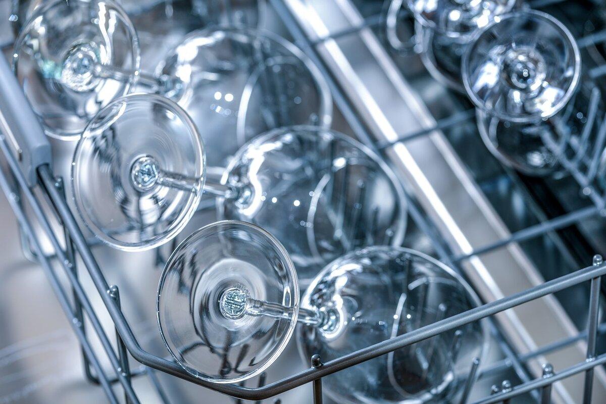 Pulire la lavastoviglie con detergenti naturali