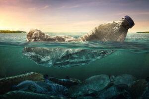 plastica sul fondo dell'oceano