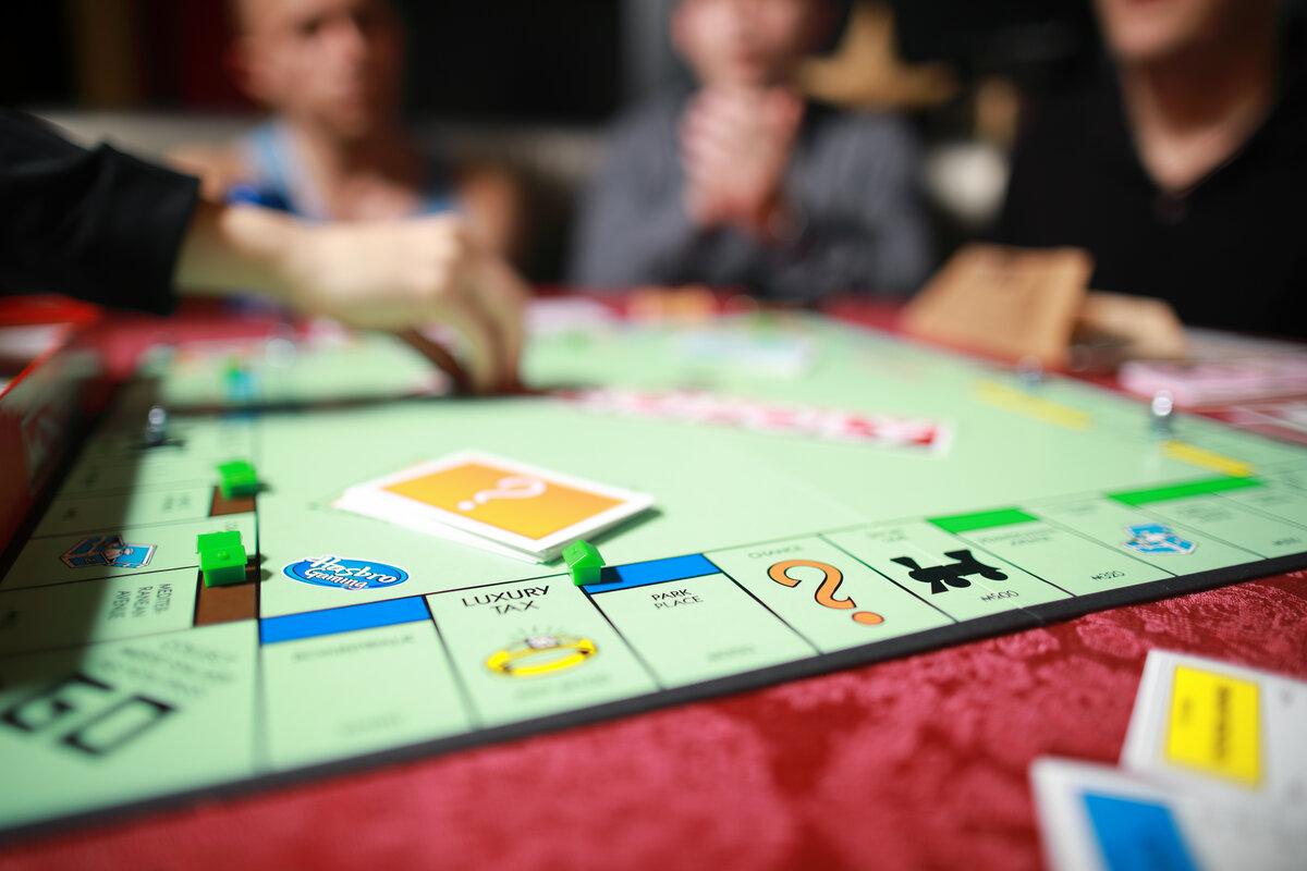 Giochi divertenti per una serata a casa, giochi da tavola