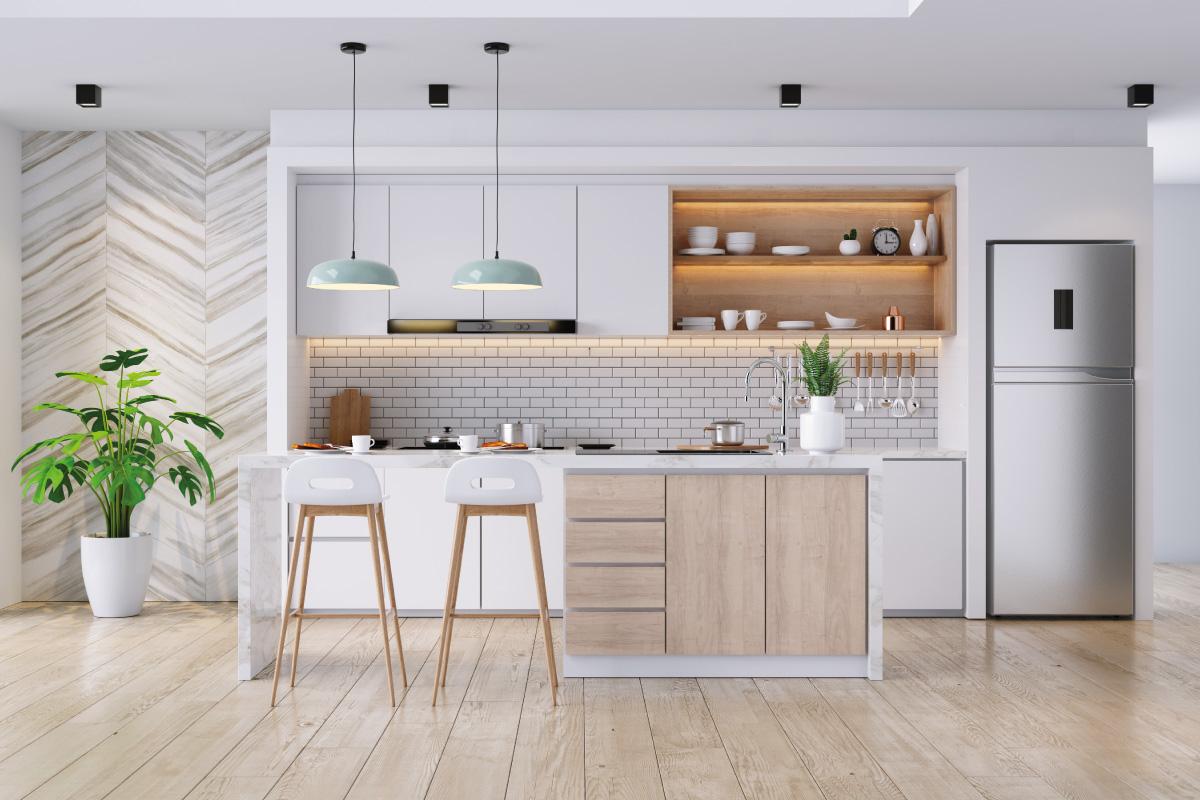 Combinare i colori della cucina con il pavimento in legno chiaro