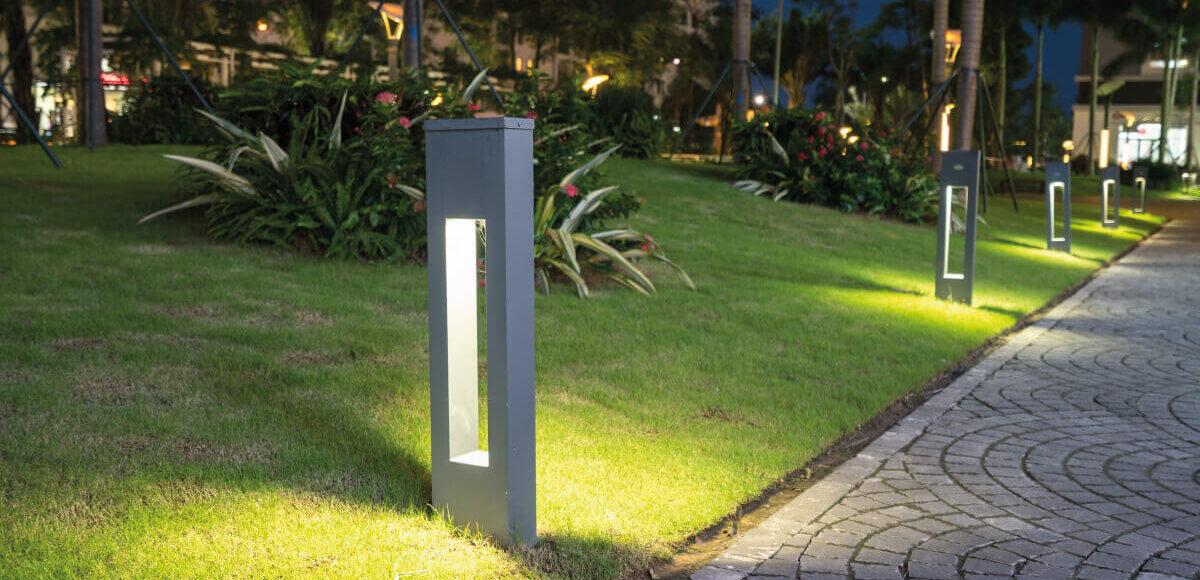 Illuminare con i faretti a LED il giardino e il vialetto della casa