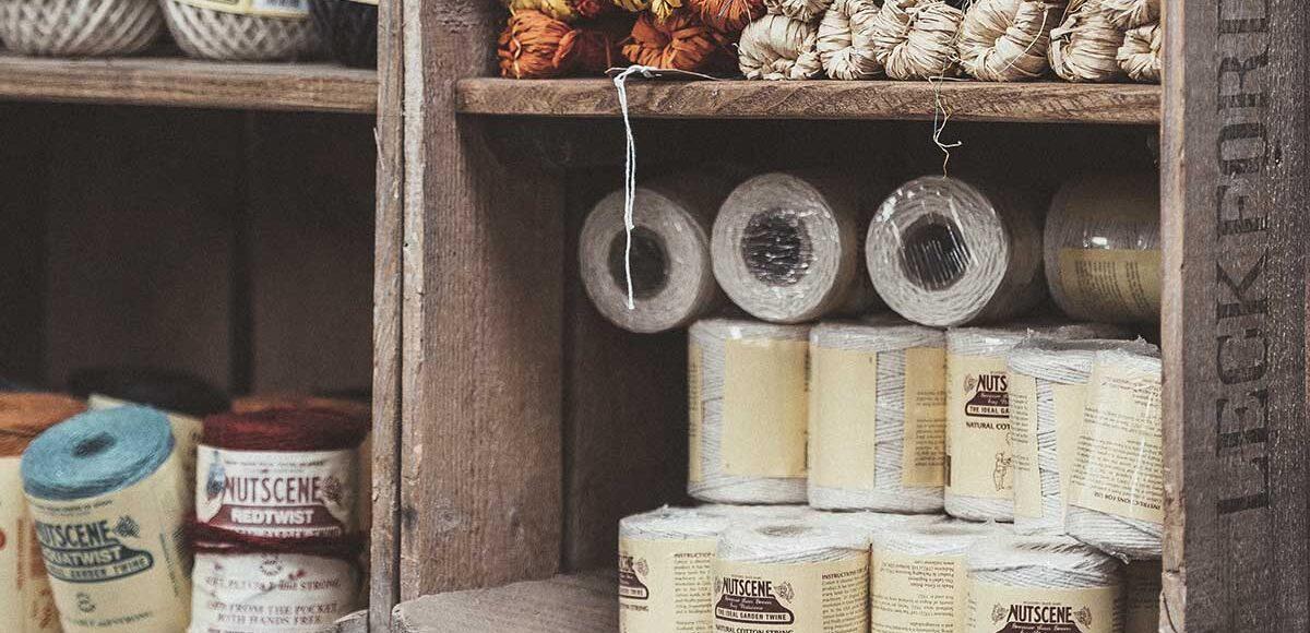 3 idee ecologiche per arredare la casa con le cassette in legno - Unsplash foto di annie spratt