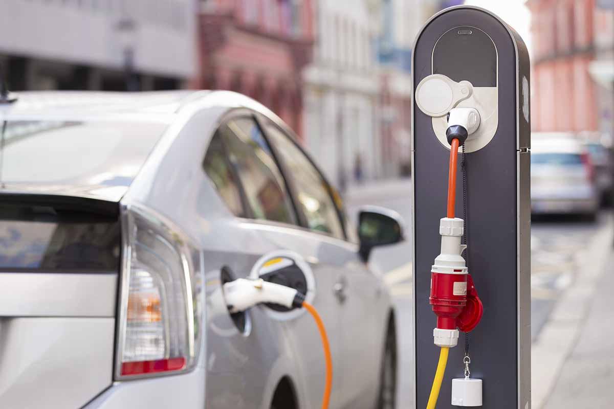 Giappone stop alla vendita di veicoli a benzina
