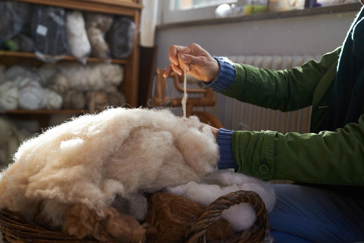 Progettare una casa sostenibile - lavorazione lana