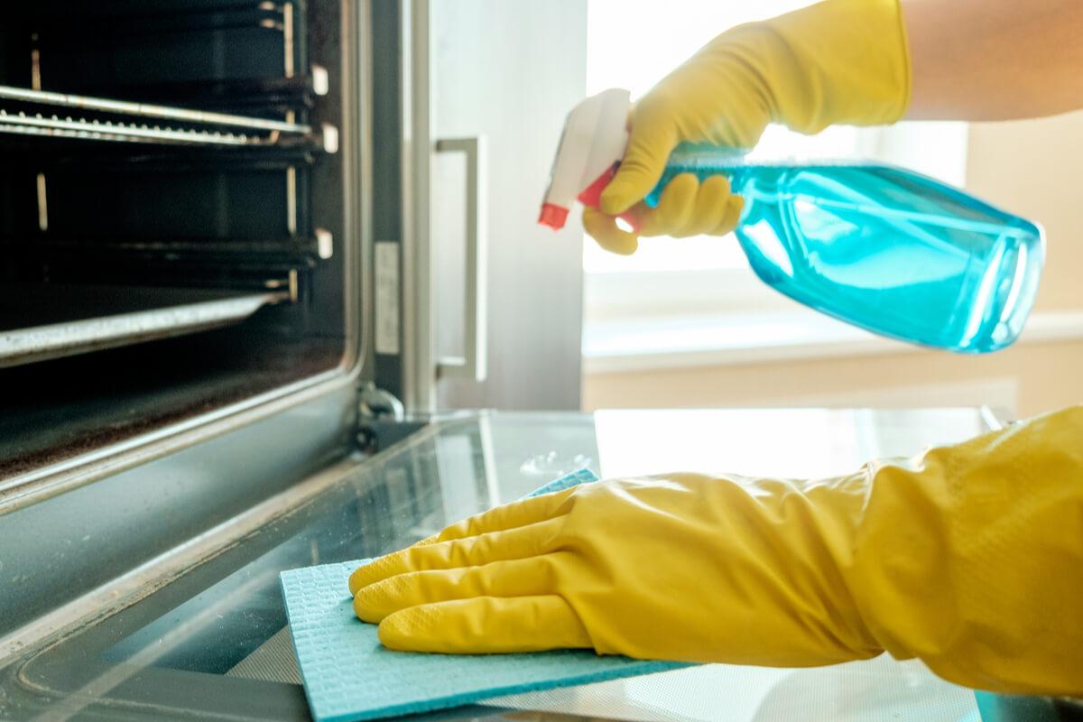 Pulire il forno con prodotti naturali - pulizia casa e cucina