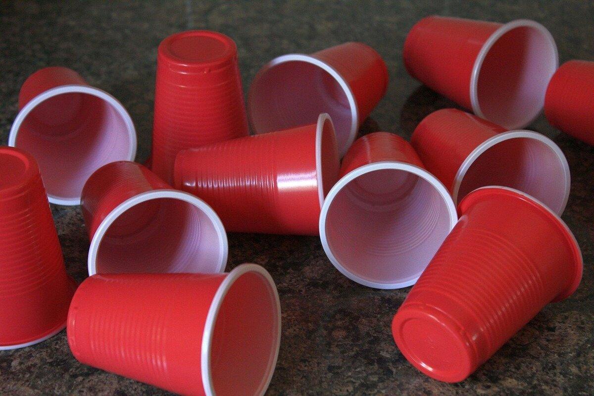 Aziende plastica riciclata - bicchieri di plastica