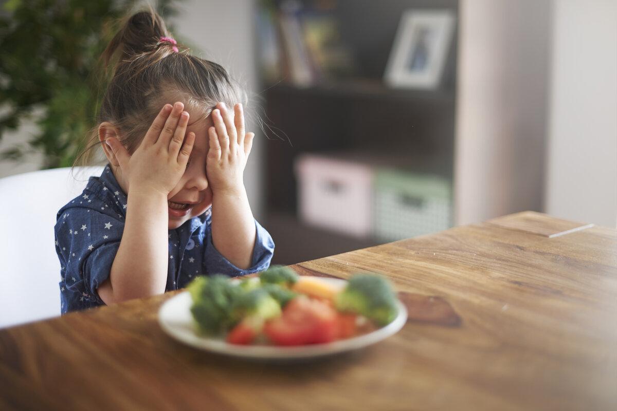 Cibi giusti bambini - bambina verdura