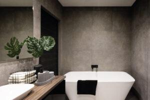 scegliere le piastrelle adatte ad un bagno piccolo con vasca