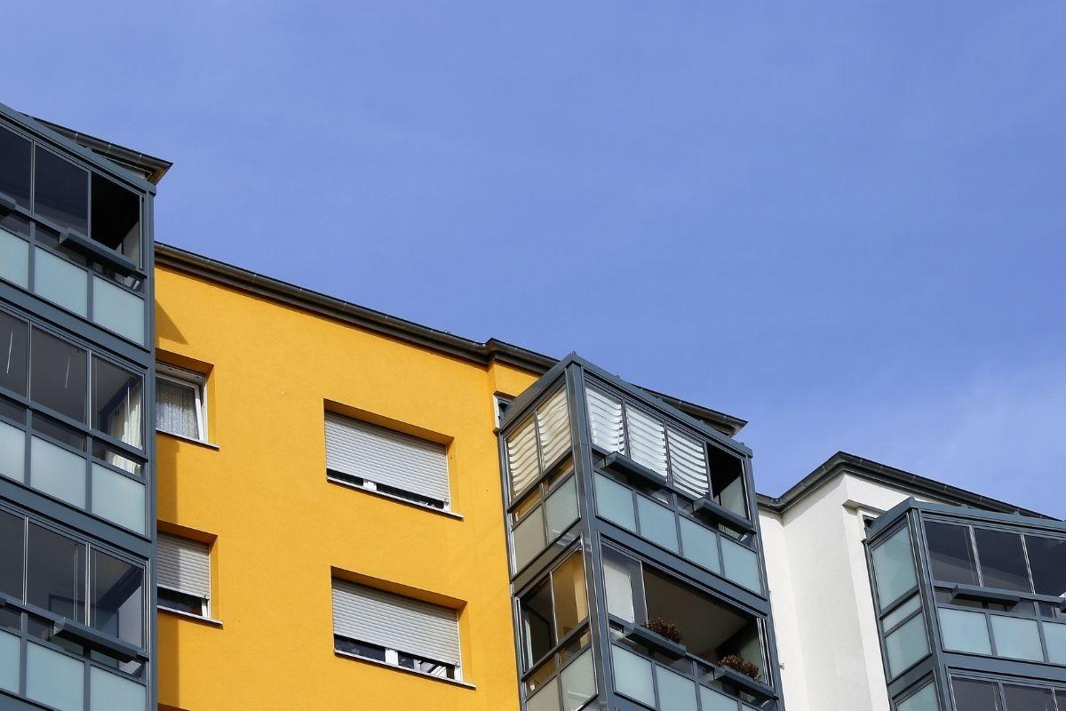 chiudere il balcone con la vetrata